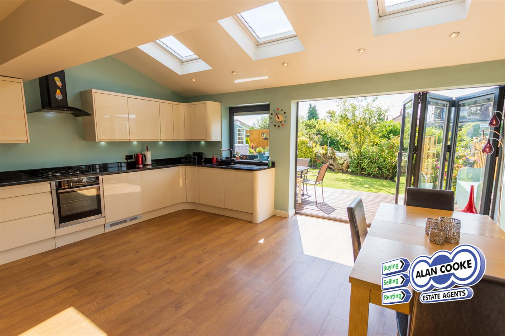EXTENDED OPEN PLAN KITCHEN & DINING ROOM